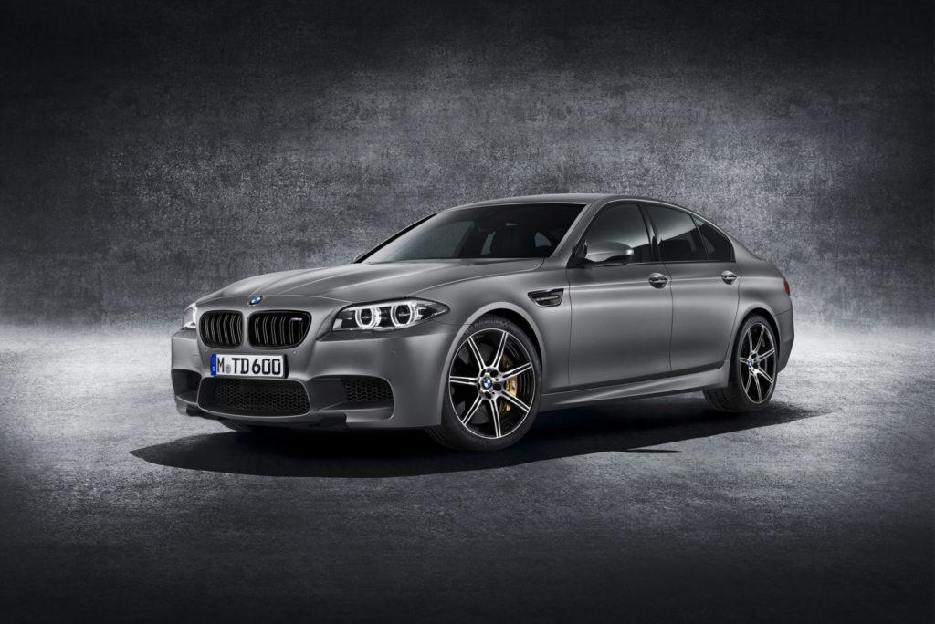 BMW M5 30 Jahre od przodu