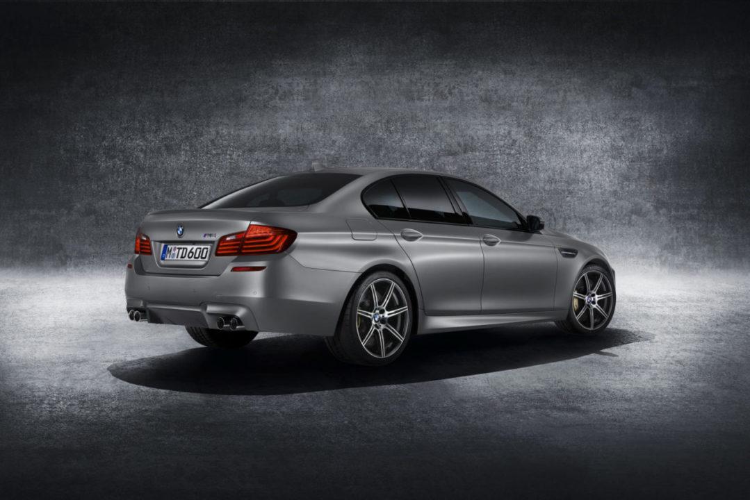 BMW M5 30 Jahre od tyłu