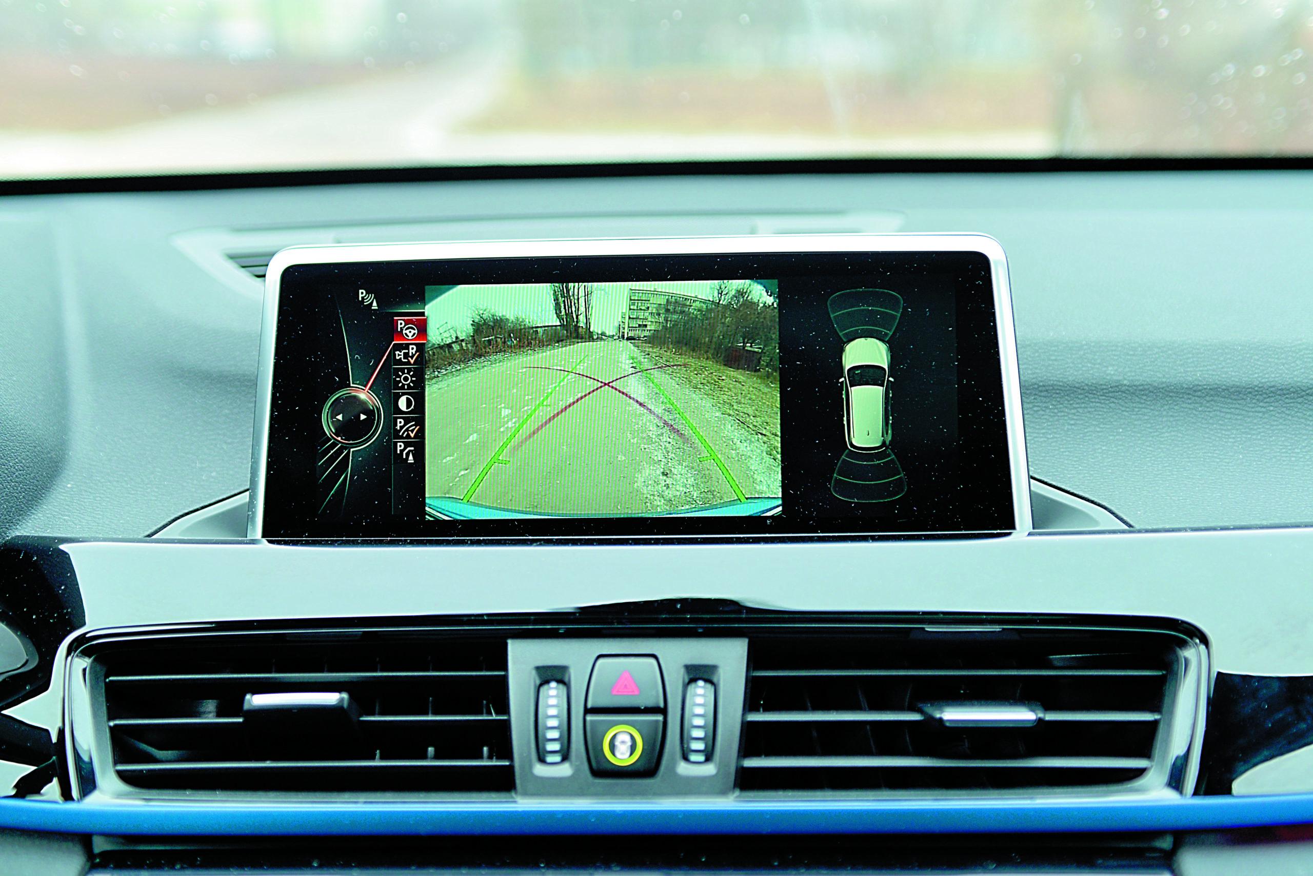 BMW-X1-xDrive-25d-ekran wyświetlacza