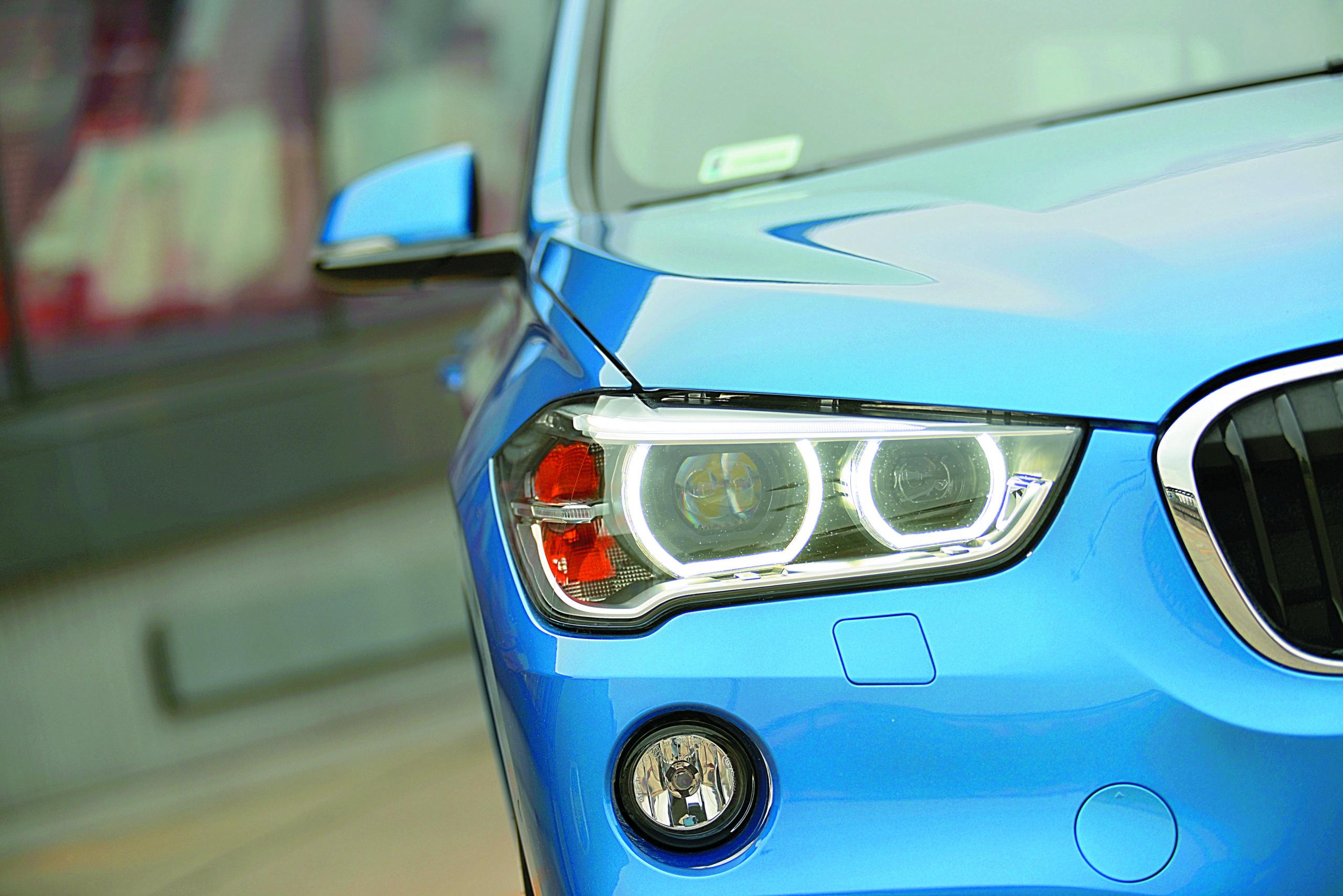 BMW-X1-xDrive-25d-reflektor przedni