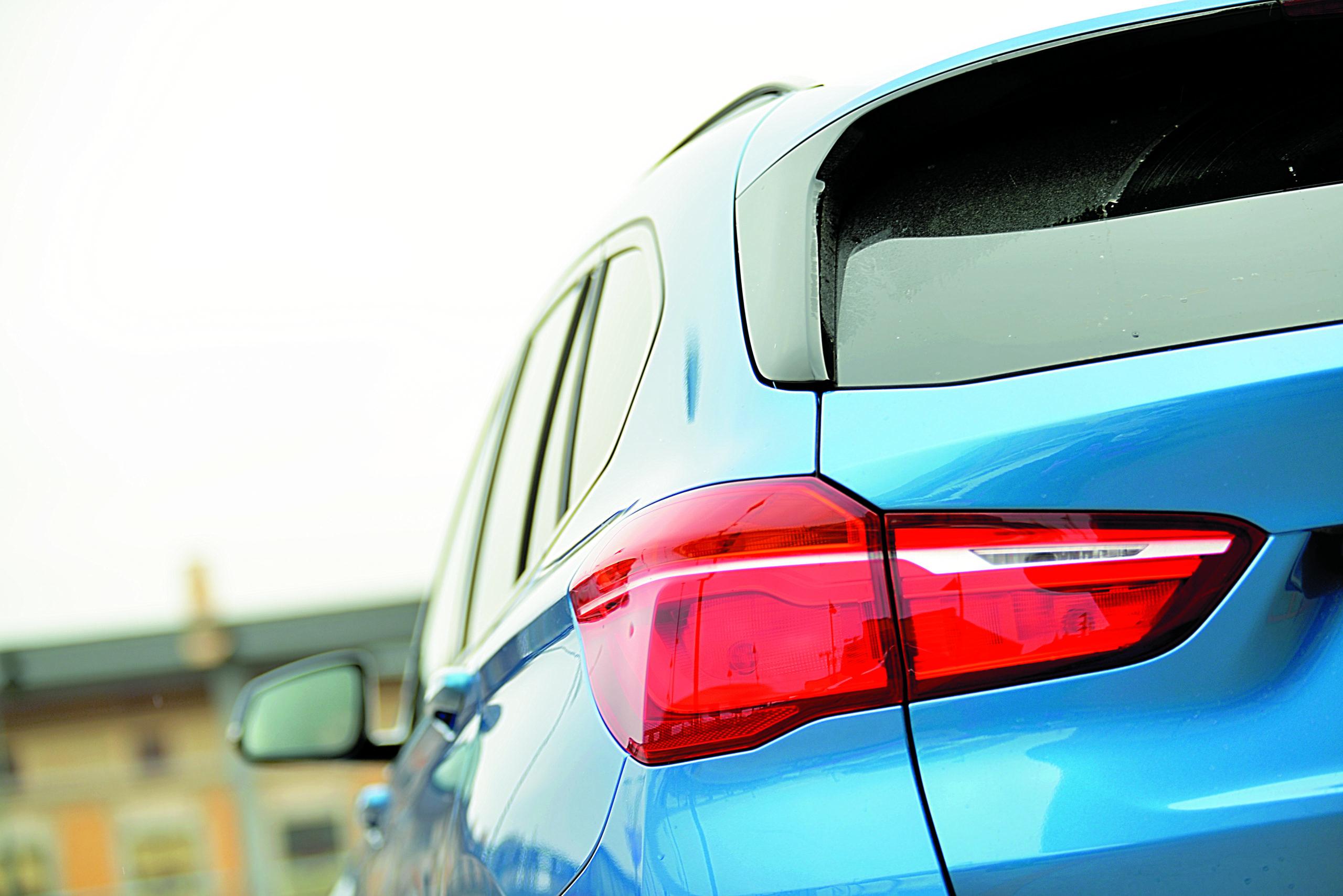 BMW-X1-xDrive-25d-tylne swiatała