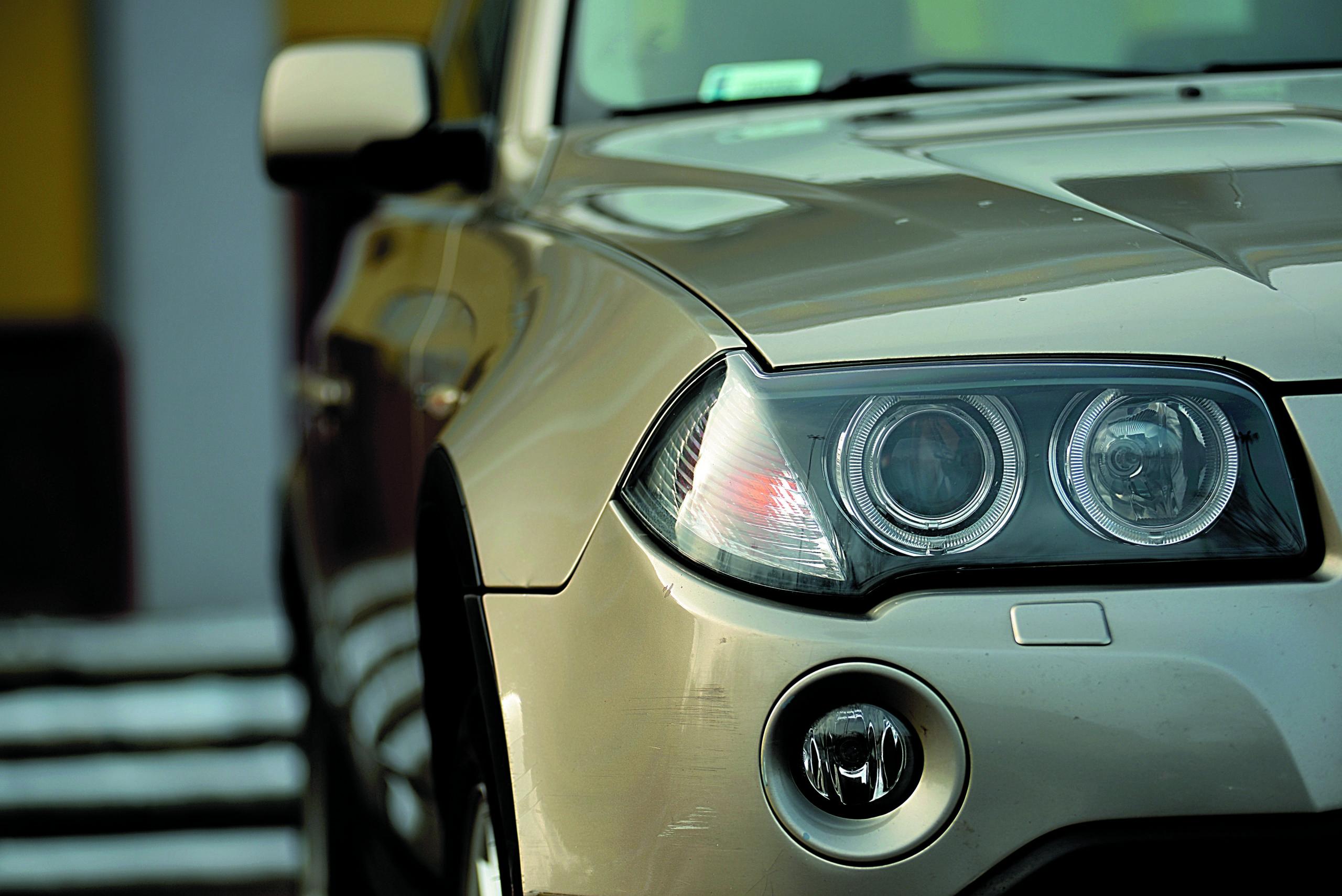 BMW-X3-20d-E83-reflektor przedni