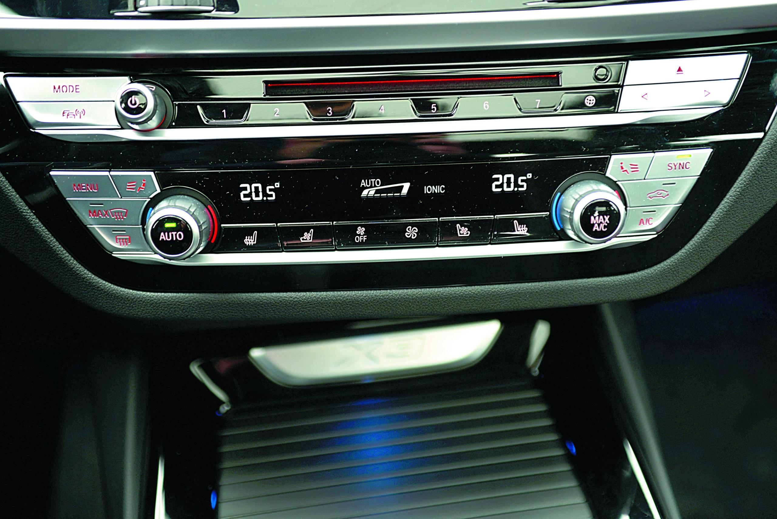 BMW-X3-30d-G01-panel audio i klimatyzacji