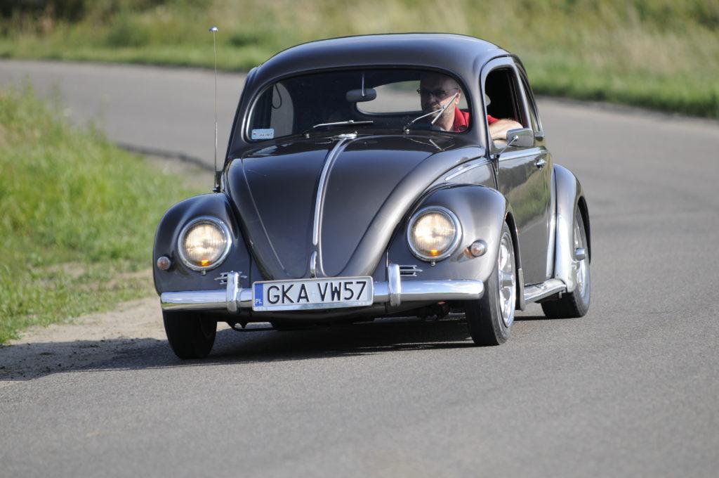 Tuning-VW-Garbus-Oval-w czasie jazdy