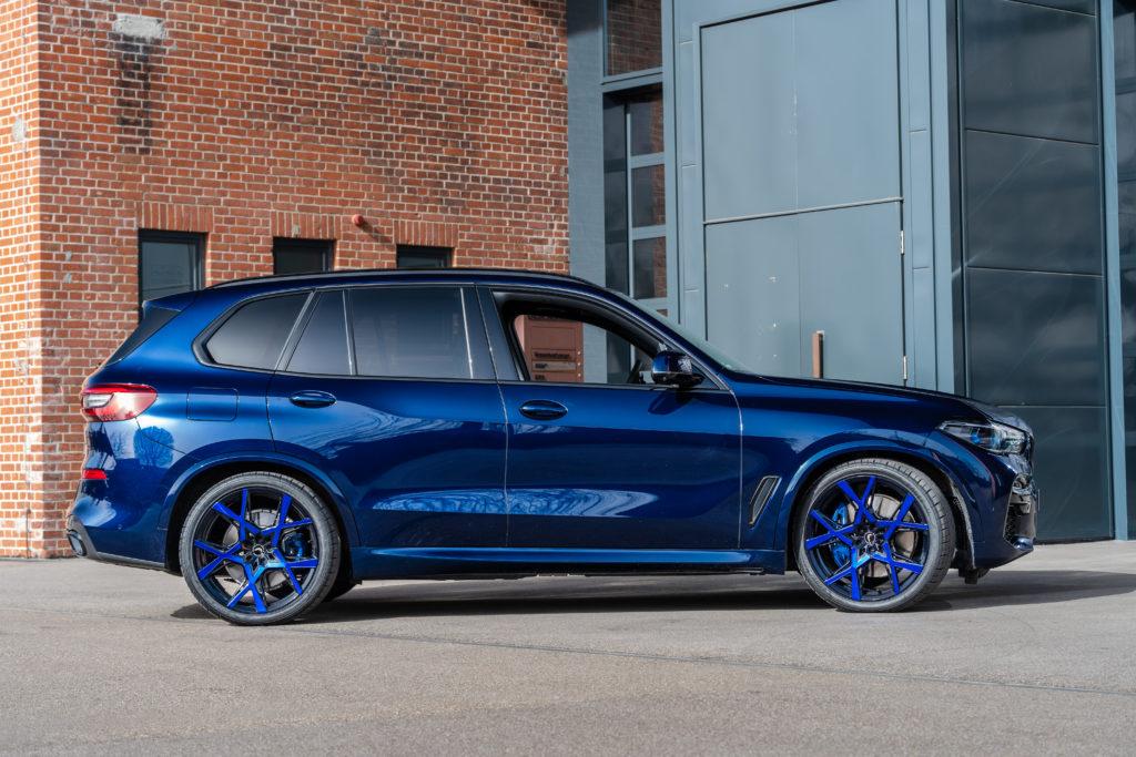 Gladen tuning BMW X5 xDrive45e widok z boku