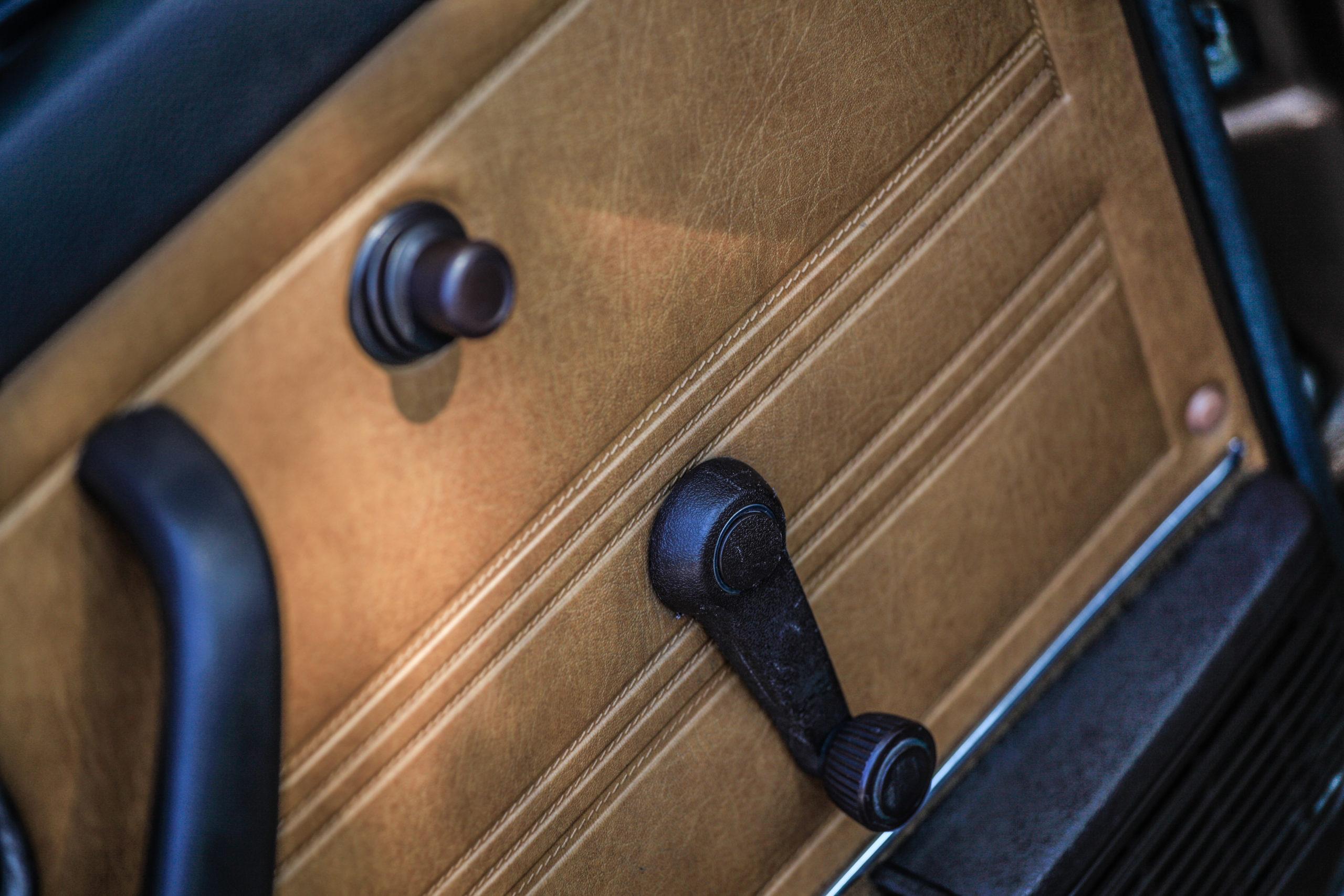 VW-Golf-Mk1-cabrio-GL-tapicerka