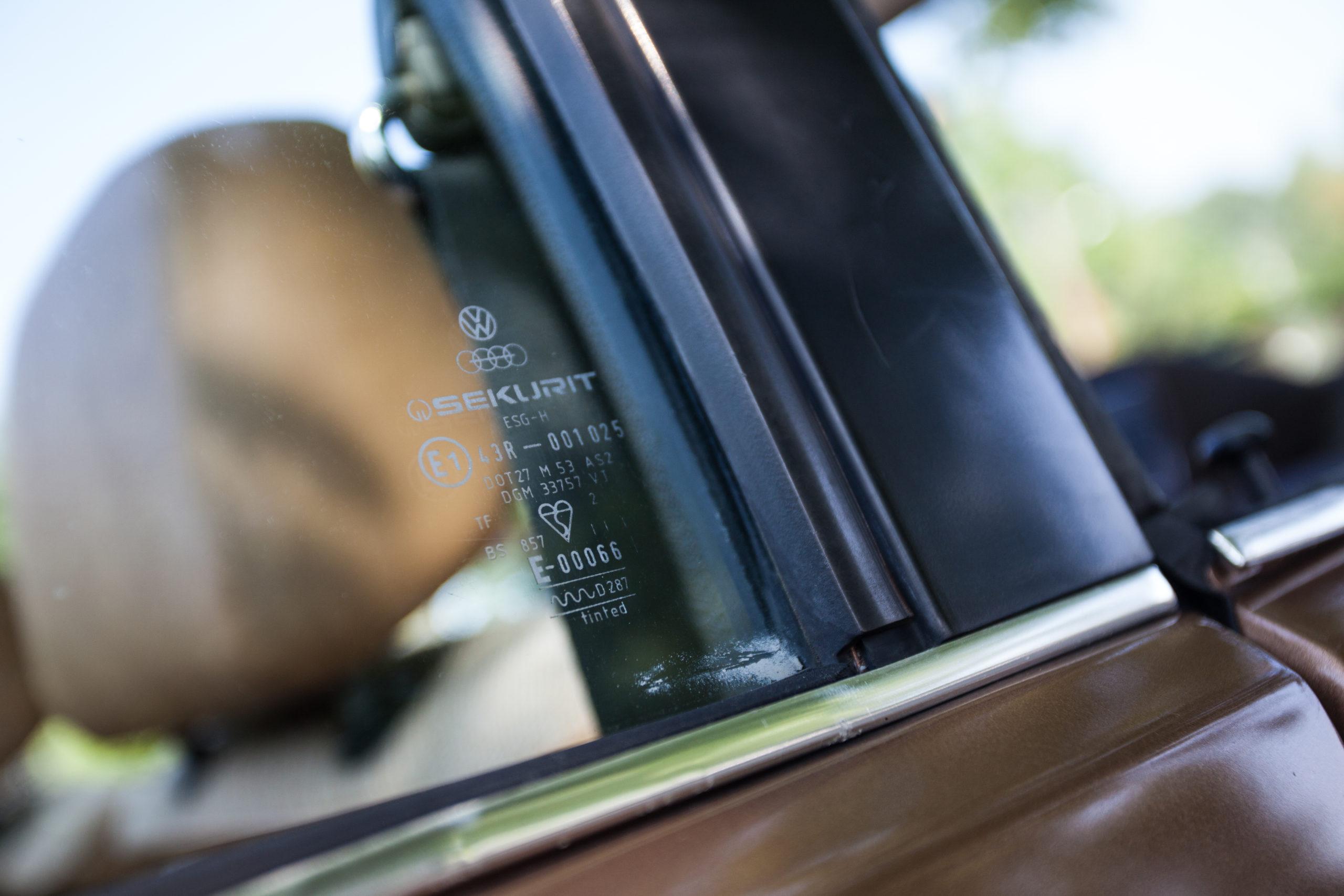 VW-Golf-Mk1-cabrio-GL-oznaczenie na szybie