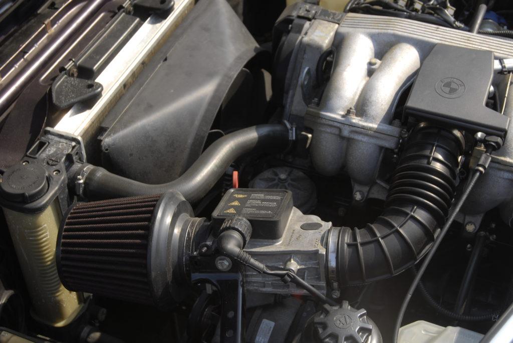 Tuning-BMW-E30-318i-Touring-silnik
