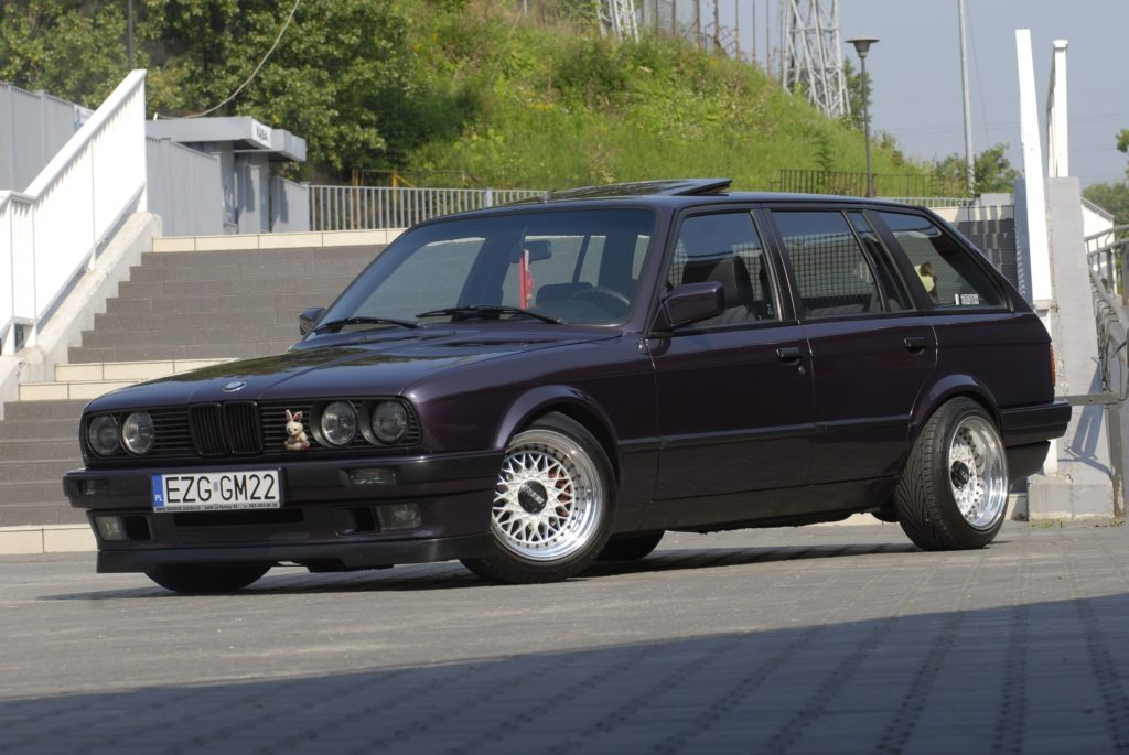 Tuning-BMW-E30-318i-Touring-widok od przodu