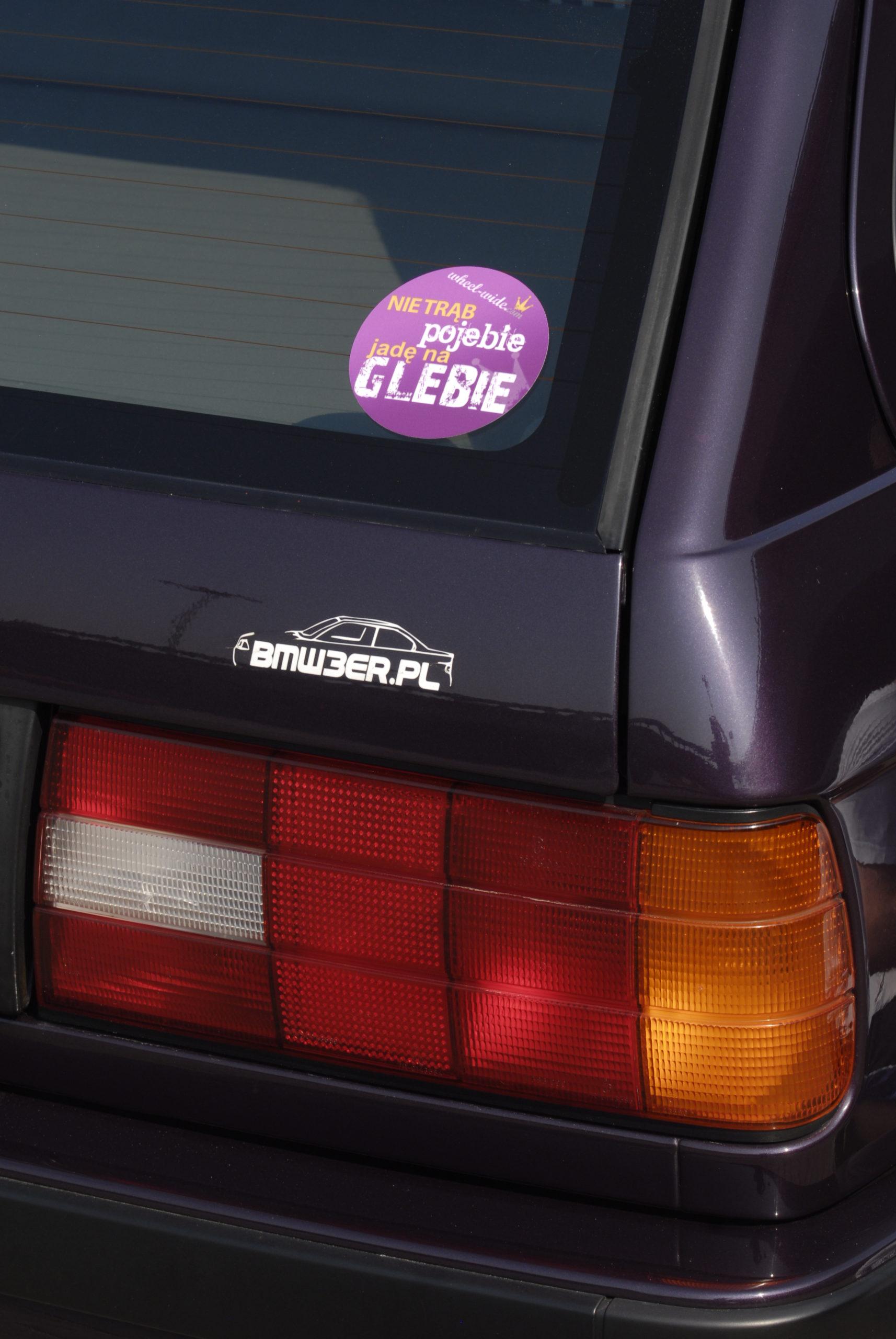 Tuning-BMW-E30-318i-Touring-nalepki z tyłu auta