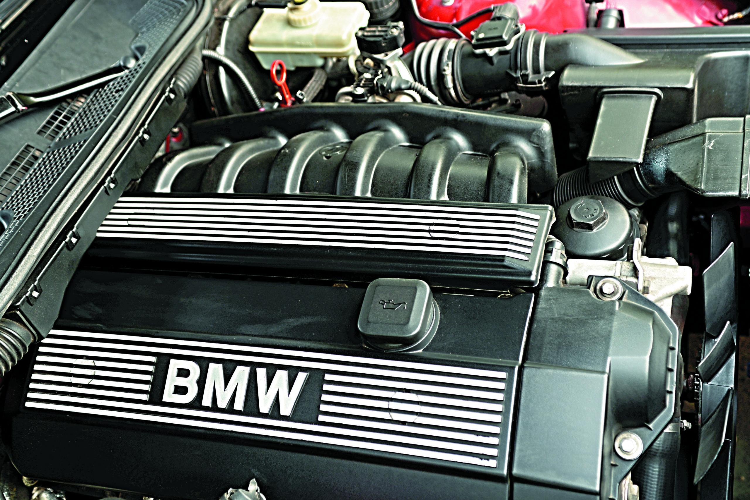 Tuning-BMW-E36-Cabrio-silnik