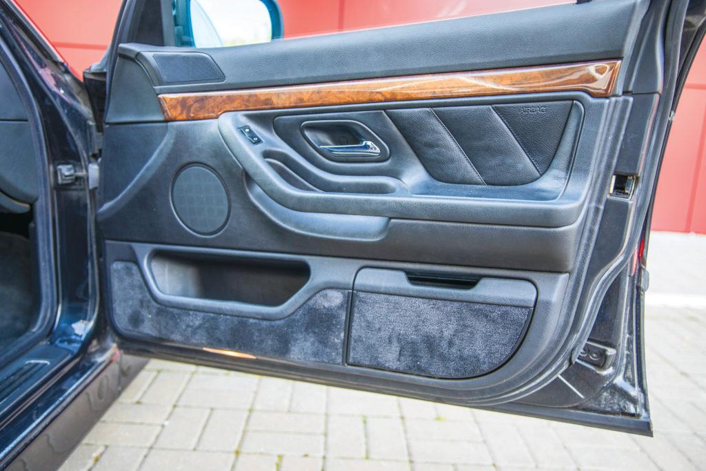 Tuning-BMW-E38-735-tapicerka drzwi