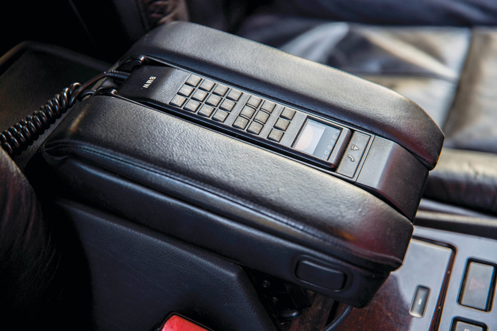 Tuning-BMW-E38-735-telefon samochodowy