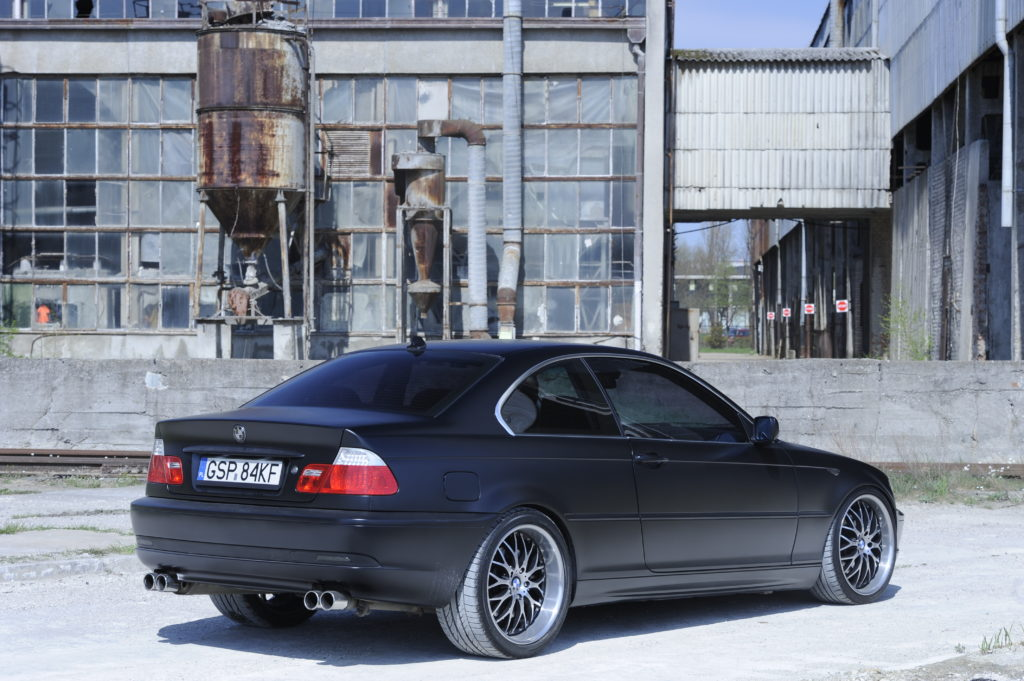 Tuning-BMW-E46-330i-widok od tylu