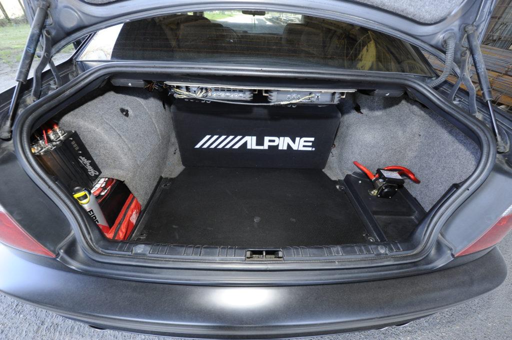 Tuning-BMW-E46-330i-bagaznik