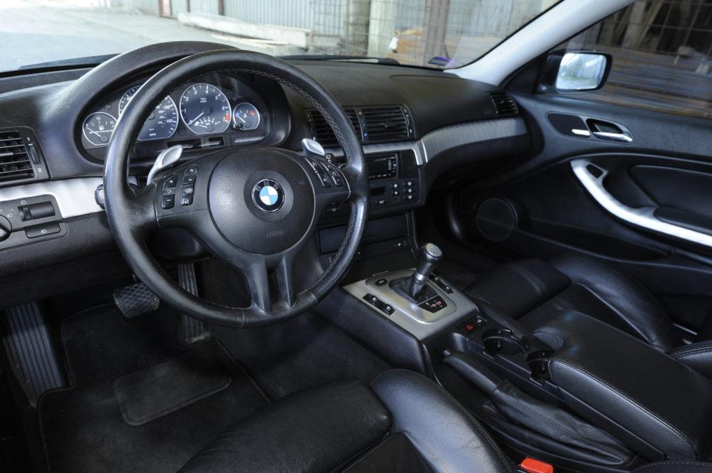 Tuning-BMW-E46-330i-kokpit