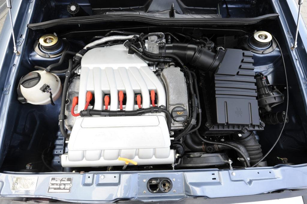 Tuning-VW-Caddy-1-R32-silnik