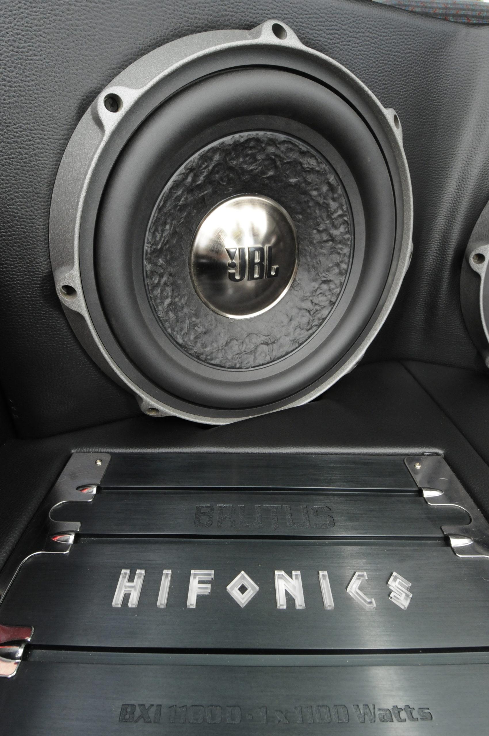Tuning-VW-Golf-3-1.8-GL-glosnik jbl i wzmacniacz HIfonics BXI 1100D