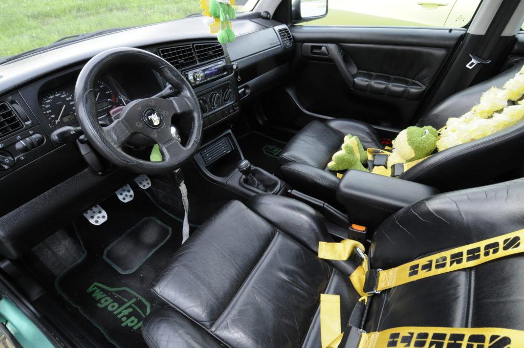 Tuning-VW-Golf-3-GL-kokpit