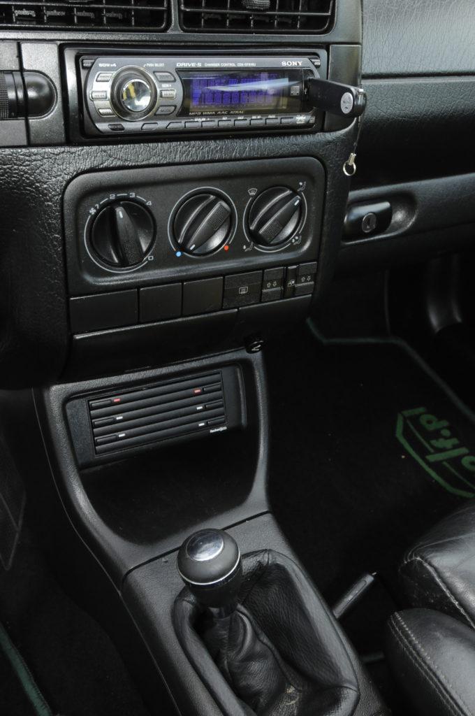 Tuning-VW-Golf-3-GL-konsola środkowa
