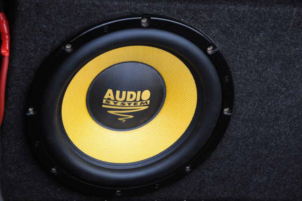 Tuning-VW-Golf-3-cabrio-głośnik