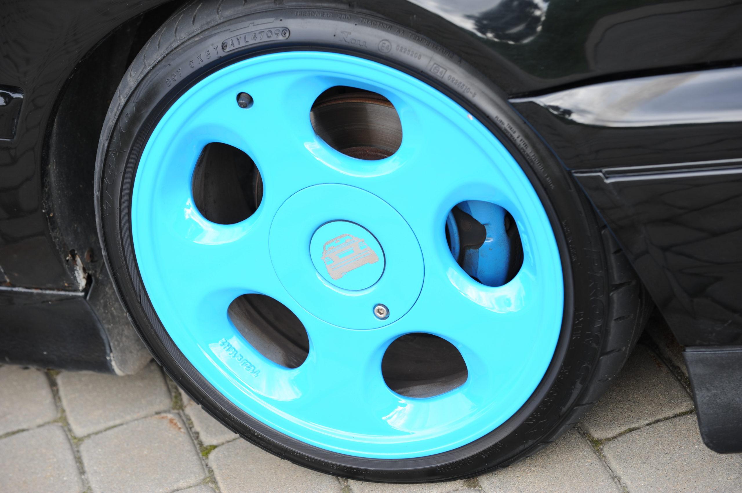 Tuning-VW-Golf-3-cabrio-niebieskie koło