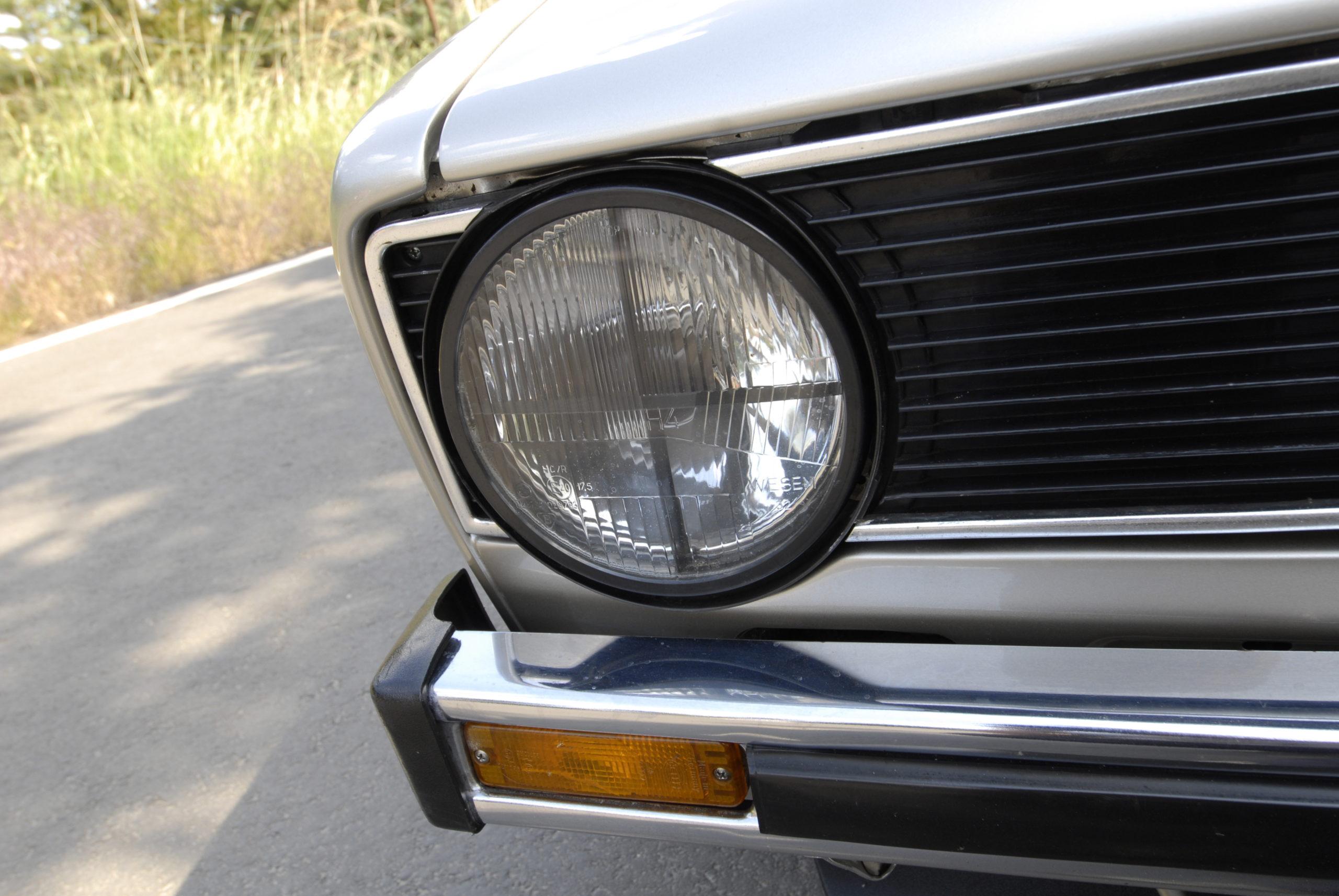 Tuning-VW-Golf-Mk1-CL-przedni reflektor z tzw. krzyżem