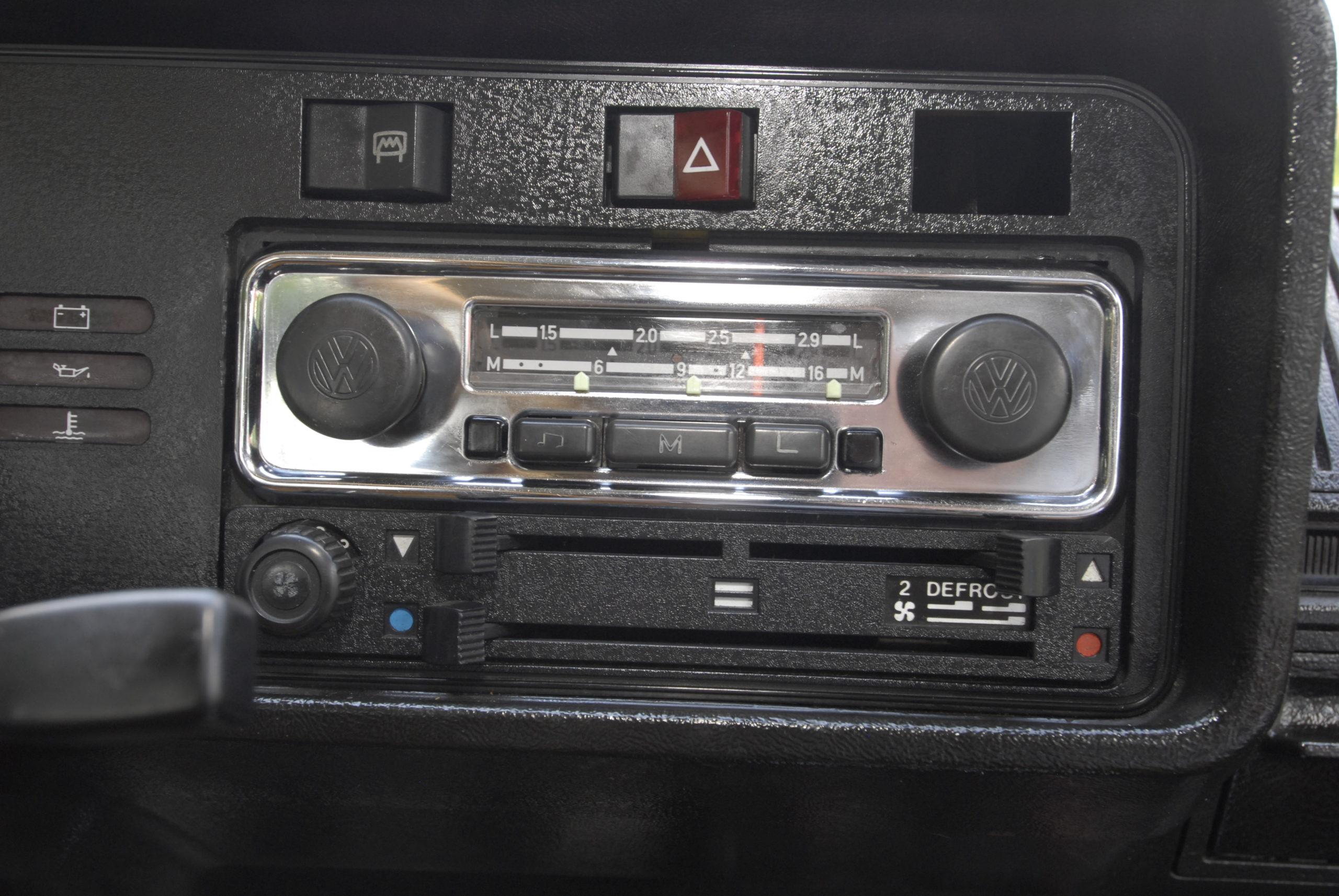 Tuning-VW-Golf-Mk1-CL-radio Blaupunkt