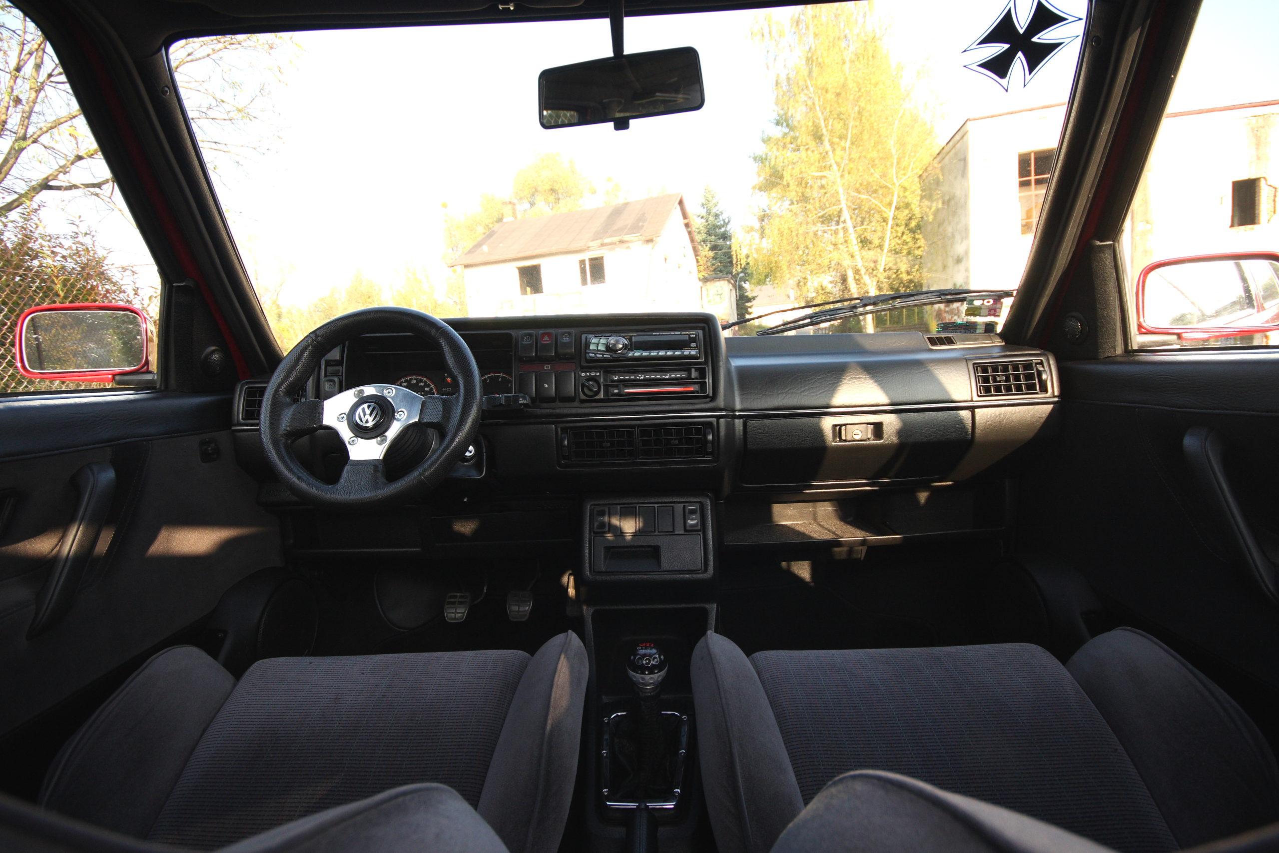 Tuning-VW-Golfa-Mk2-kokpit