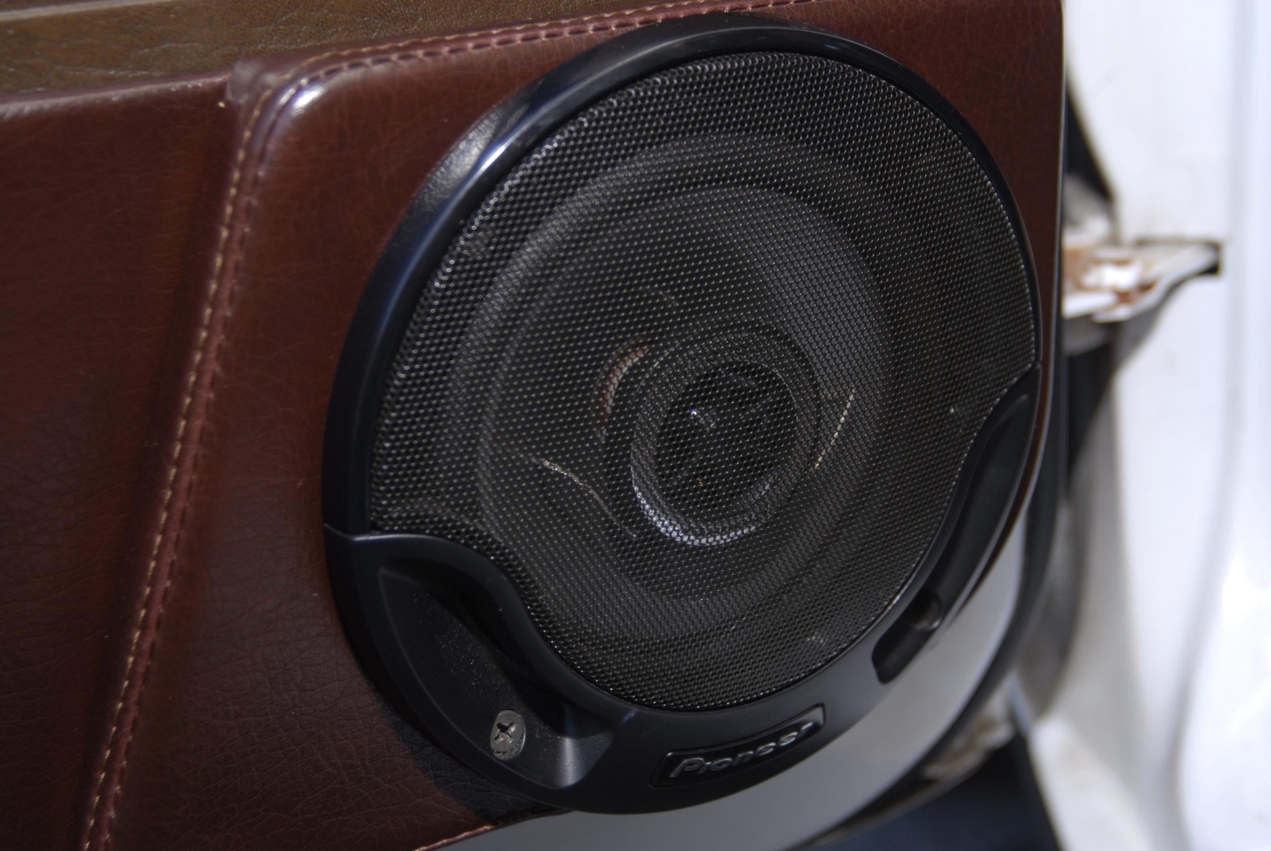 Tuning-VW-Jetta-MK1-głosnik