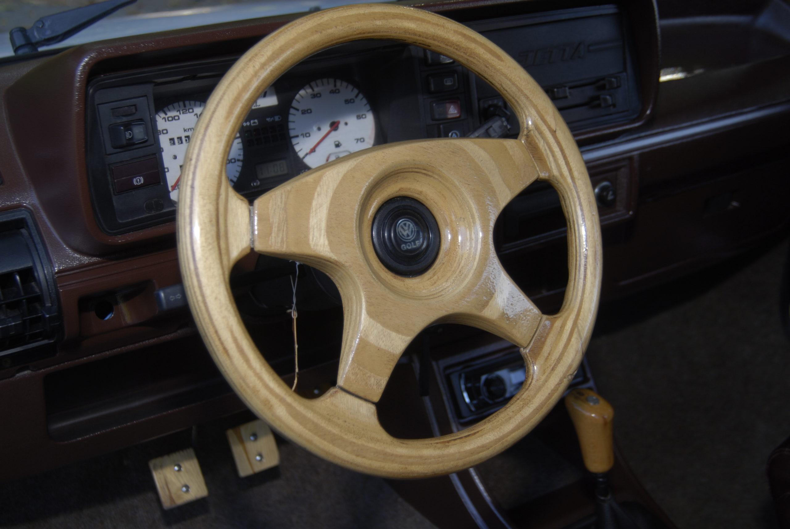 Tuning-VW-Jetta-MK1-drewniana kierownica