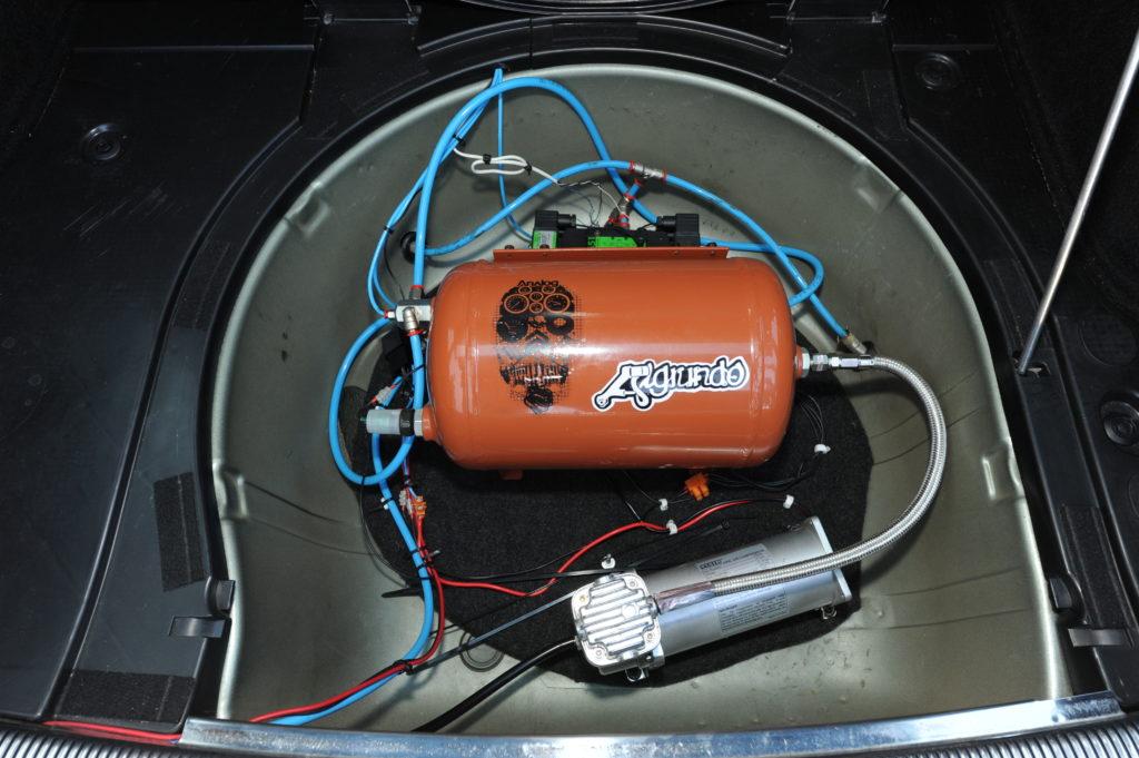 Tuning-VW-Passat-B5FL-Variant-1.9-TDI-butla w bagażniku
