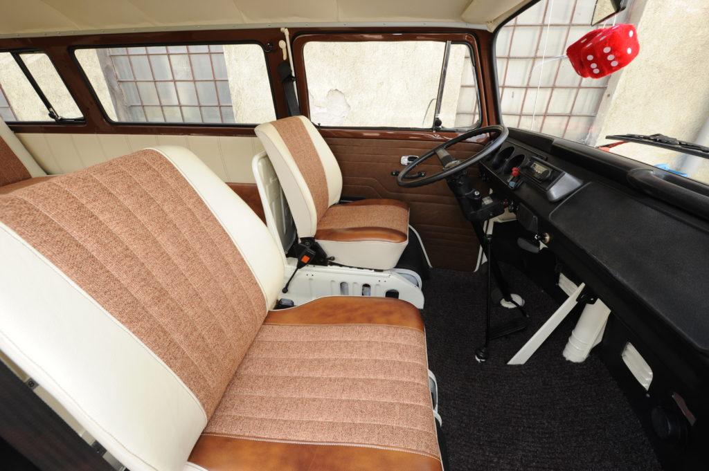 Tuning-VW_Transporter-T2-przednie siedzenia
