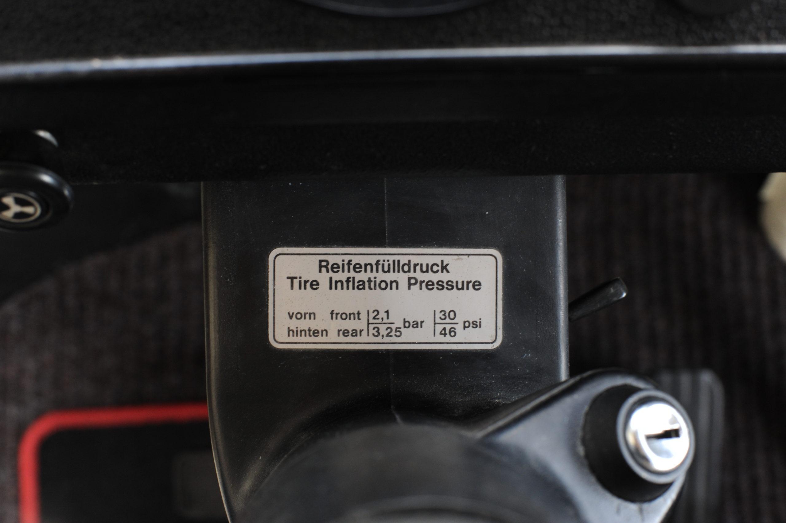 Tuning-VW_Transporter-T2-tabliczka z cisnieniem opon
