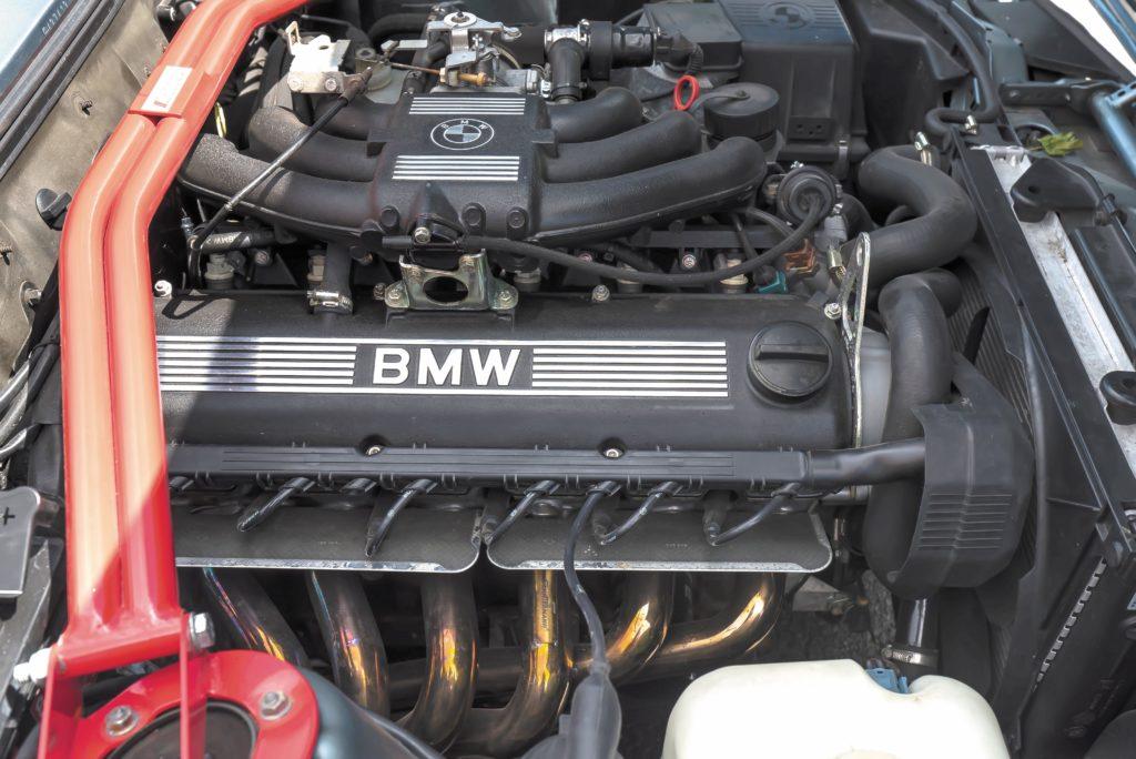 Tuning_BMW_E30_320iA_silnik