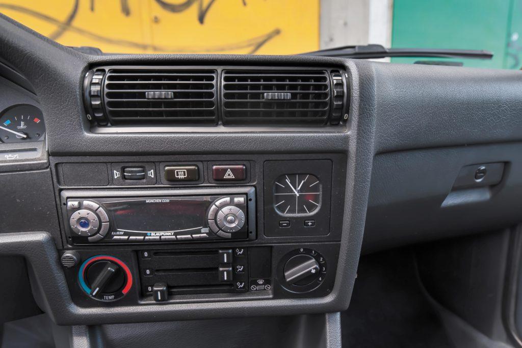 Tuning_BMW_E30_320iA_panel centralny