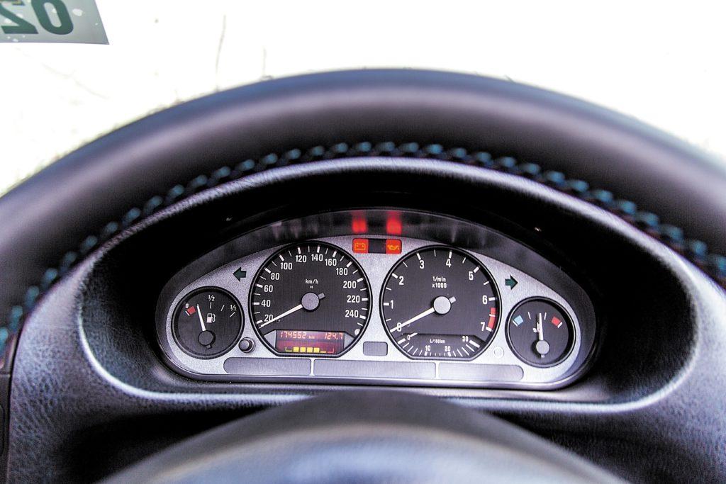 Tuning_BMW_E36_cabrio_zegary