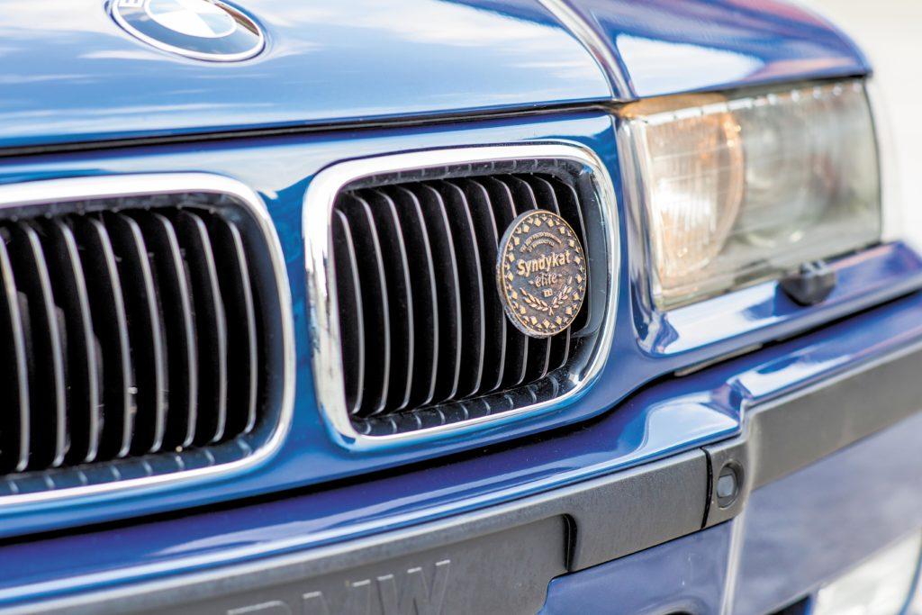 Tuning_BMW_E36_cabrio_plakietka na grillu