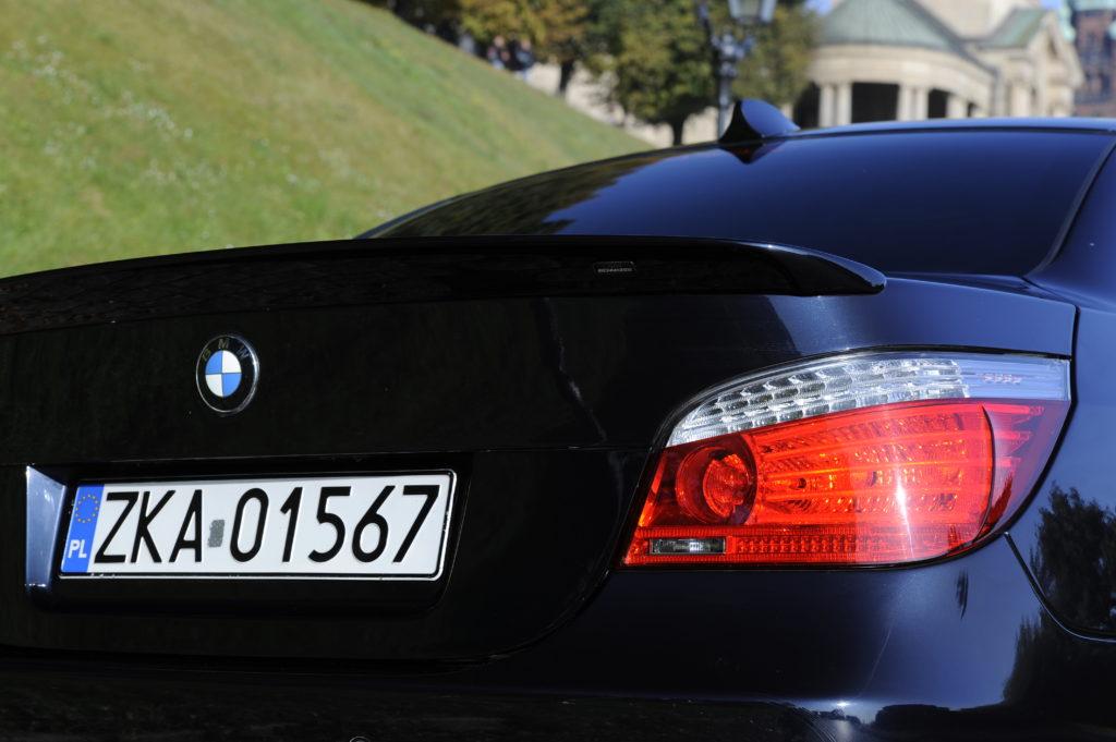 Tuning_BMW_E60_tylna lampa i spojler