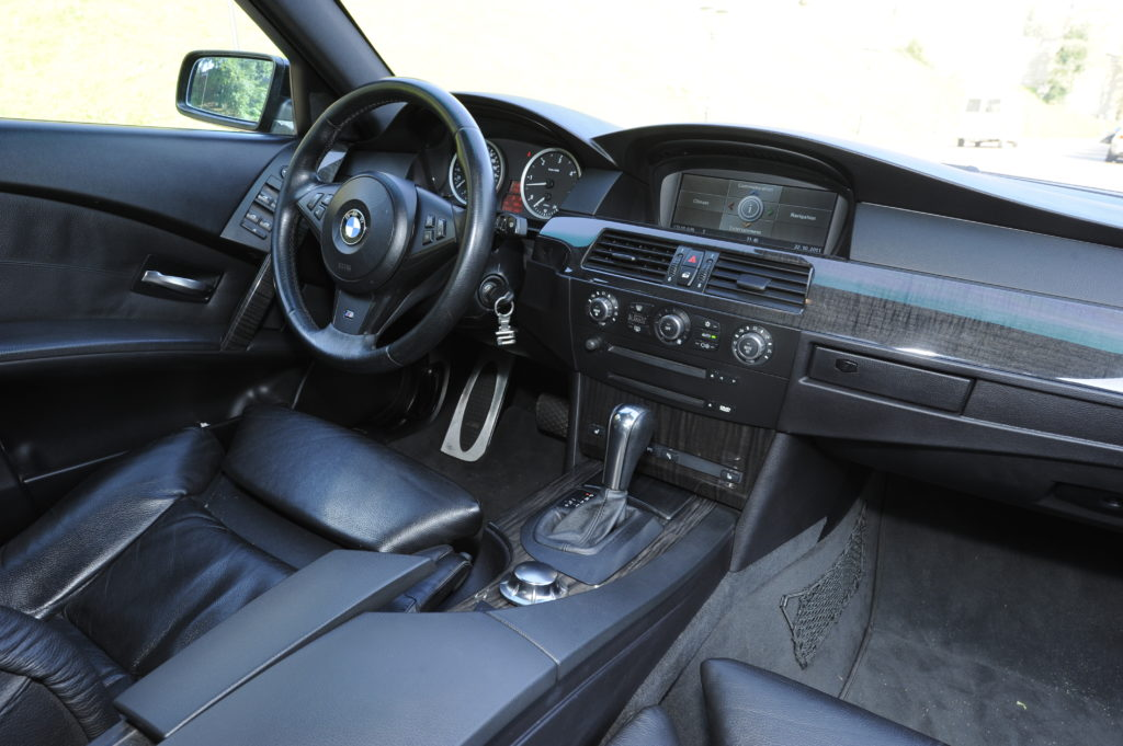 Tuning_BMW_E60_kokpit