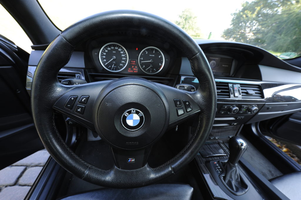 Tuning_BMW_E60_kierownica i zegary