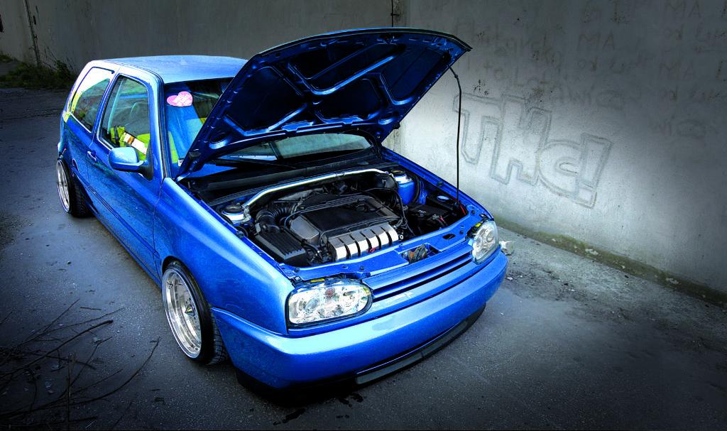 Tuning_VW_Golf_3_VR6_otwarta_komora_silnika