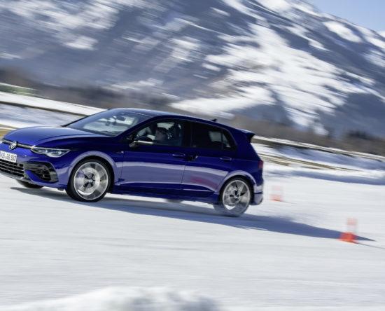 The new Volkswagen Golf R na śniegu